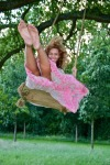 beyonce-on-a-swing