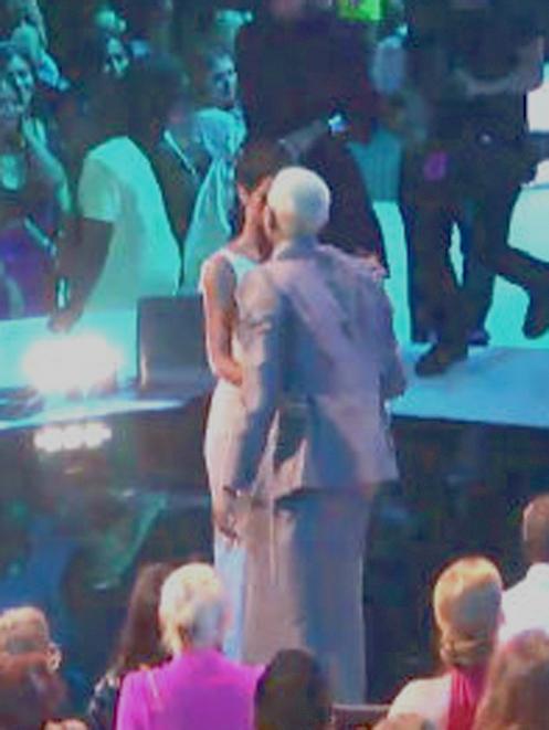 Rihanna et Chris Brown se sont embrassés pendant les VMA's