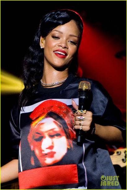Rihanna sur scène au Trianon à Paris pour le 777 Tour.