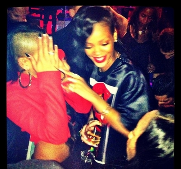 rihanna cassie paris 777 tour