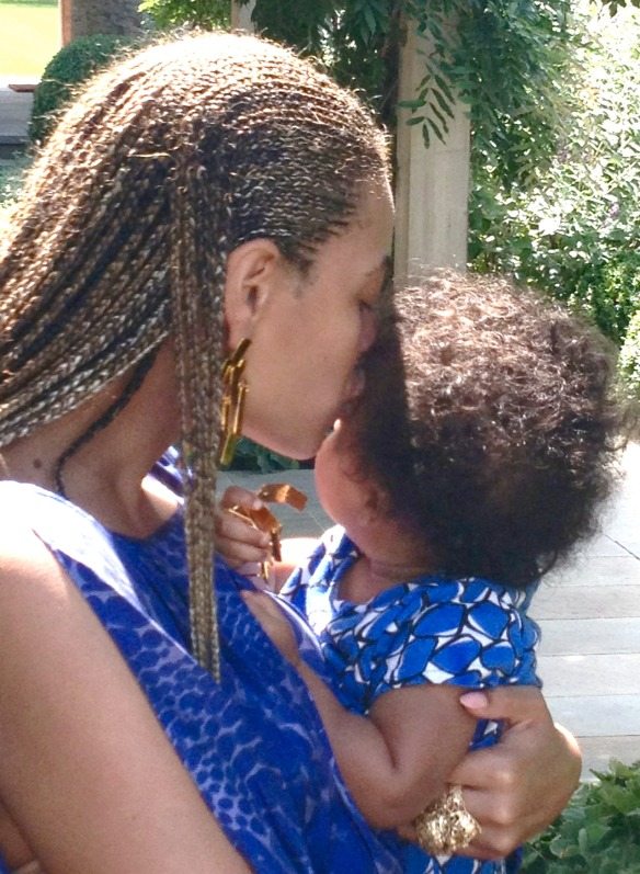 beyonce-ivy-blue-in-blue