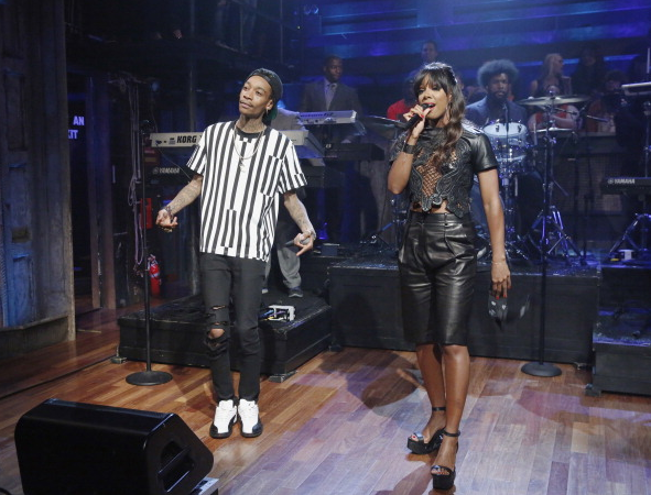 kelly rowland wiz khalifa on stage