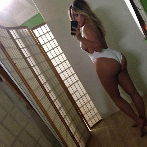 Kim-Kardashian-devoile-ses-courbes-sur-Instagram_visuel_article2