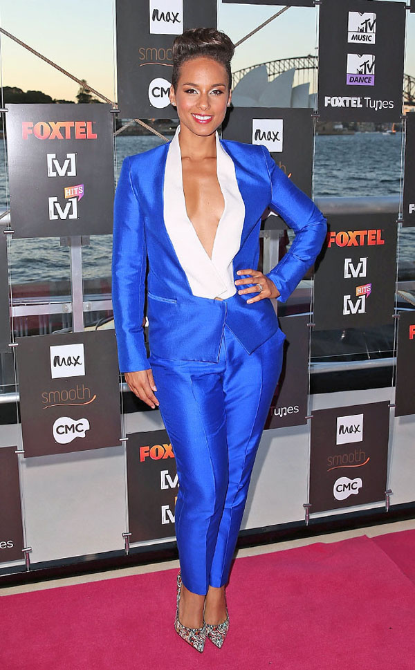Alicia-Keys-Electric-Blue-Bianca-Spender-Suit