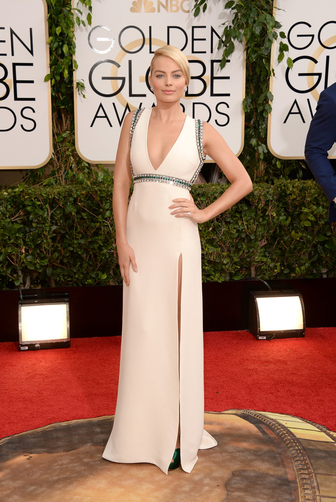 margot-robbie-71st-annual-golden-globe-awards-gucci-gown